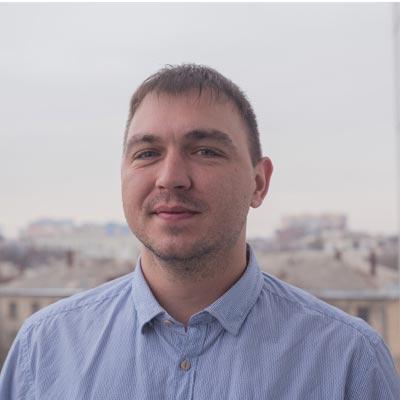 Alex Komendantov Headshot