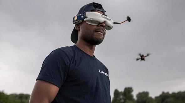 Dino-is-drone-piloot-een-van-de-beroepen-van-de-toekomst